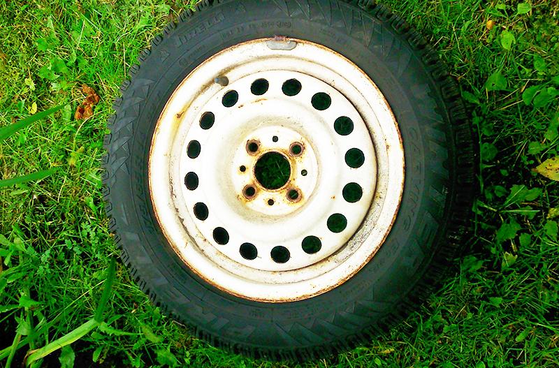 Старое колесо от машины неплохо справится с ролью ресивера