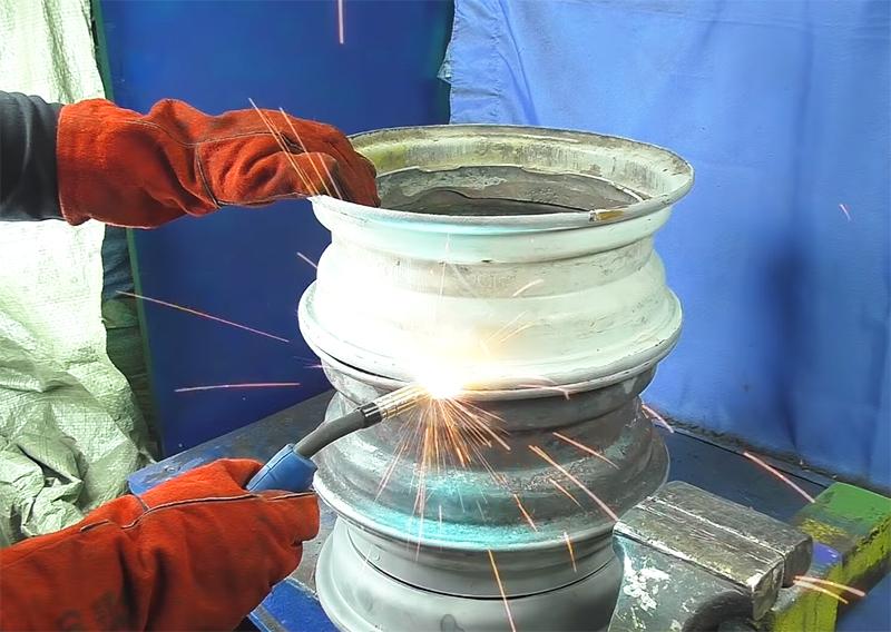 Дальше диски нужно соединить между собой сваркой по кругу, не оставляя щелей и зазоров