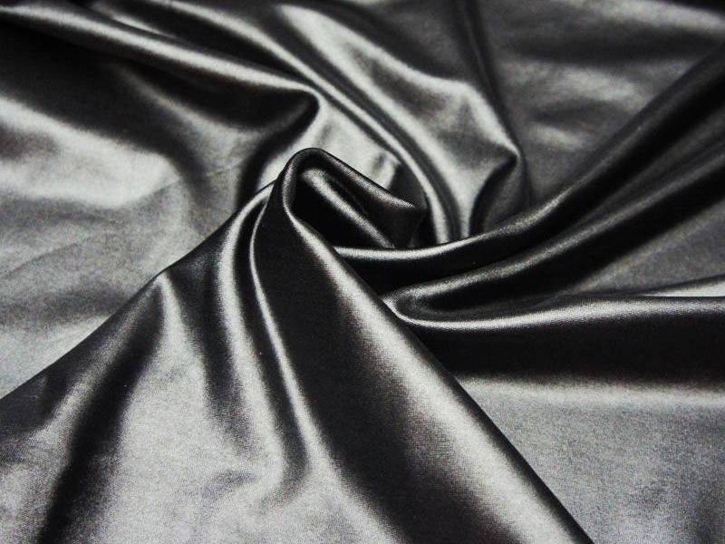 Ткань производится путём химической переработки сырья и его формовки сухим или мокрым способом