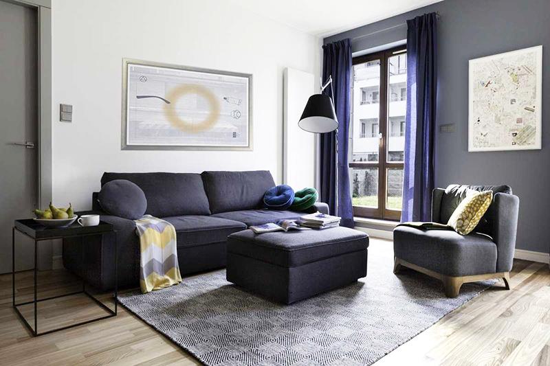 Классический серый цвет успокаивает так же, как белый или голубой. Разбавьте серую стену синими занавесками. Дизайнеры рекомендуют не выкрашивать весь дом в серые тона, а выбрать только одну стену