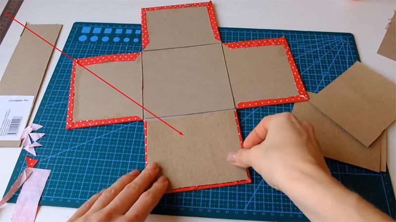 Ткань подвёрнута, осталось приклеить обычную бумагу