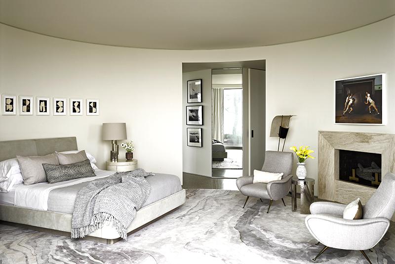 Спальня получилась стильной, просторной и современной