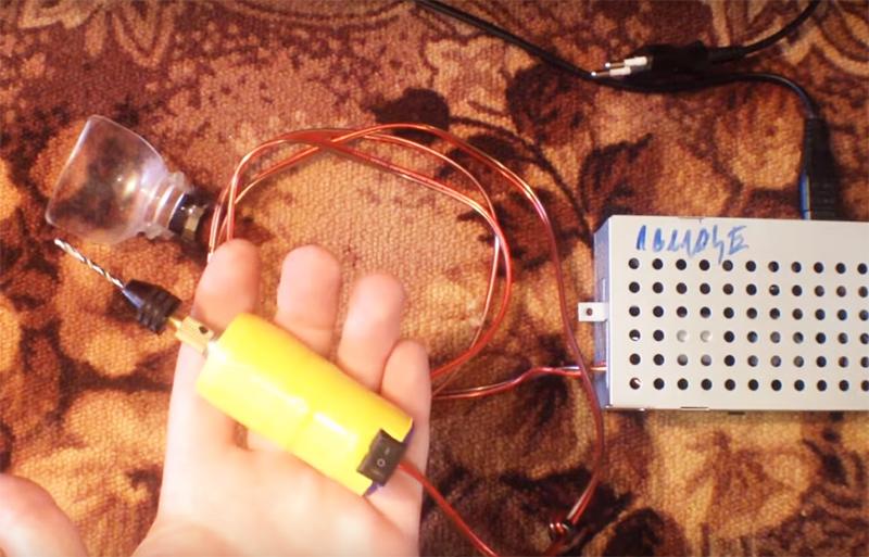 Таким миниатюрным инструментом можно выполнять разную работу. Вы можете с её помощью делать заточку, шлифовать, сверлить и гравировать