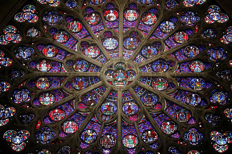 Витражная «роза» собора Парижской Богоматери – одна из самых впечатляющих конструкций в мире