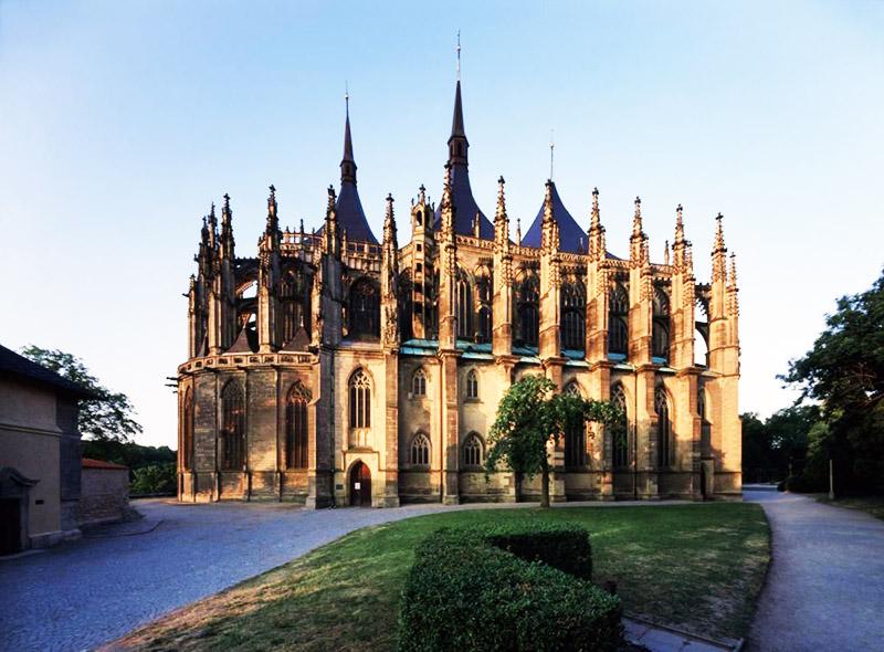Собор Святой Варвары, построенный в готическом стиле, находится в местечке под названием Кутна Гора