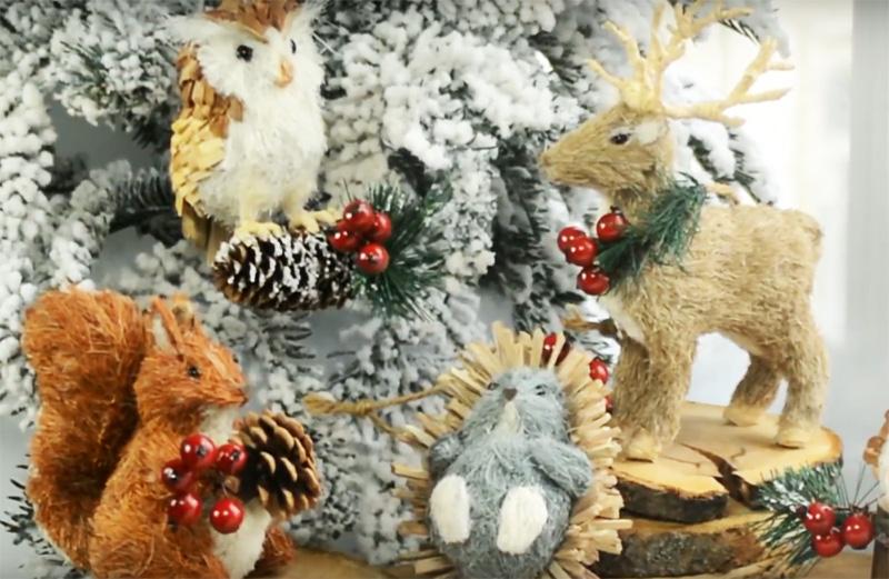 Каждый такой зверёк выглядит уникально и очень натурально Соберите такую коллекцию новогодних жителей леса и ваша ёлка будет необыкновенной. Игрушки выглядят не просто дорого, но и очень похожи на живых прототипов. Кроме того, они по большей части выполнены из натуральных материалов, так что можно смело называть их с приставкой «эко»