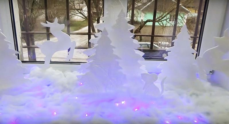 Светодиодные огоньки будут просвечивать сквозь искусственный снег и вся композиция будет по-настоящему искриться