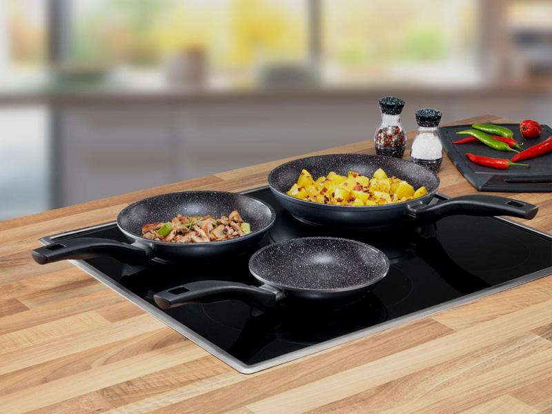 Правильная чистка и использование сковородок позволят хозяйке сохранять их прекрасный внешний вид долгие годы