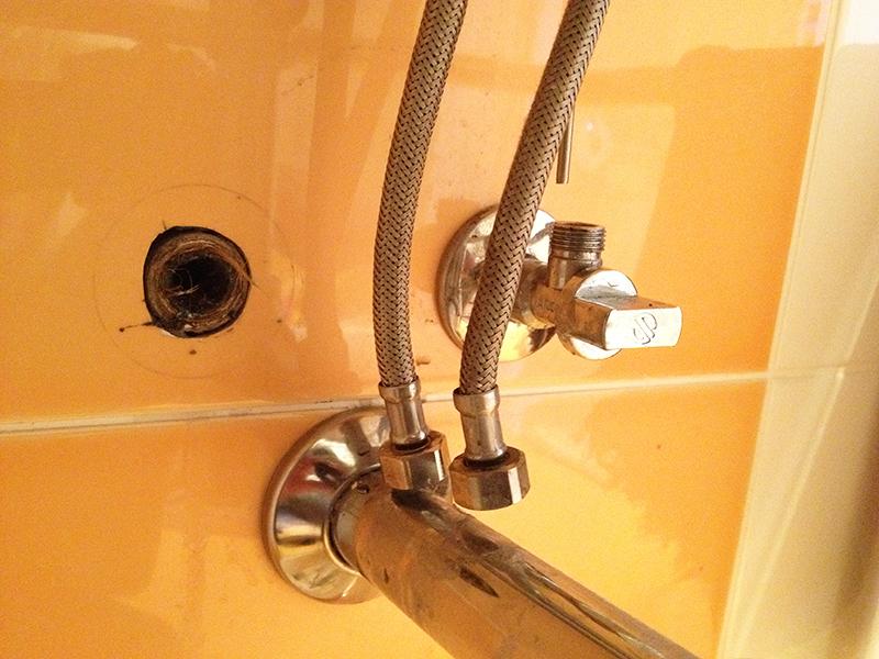 К водопроводу шланги подключаются в последнюю очередь