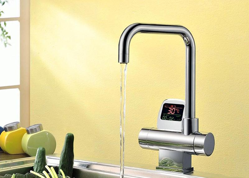 Модели, оснащённые термостатом, автоматически настраивают температуру воды