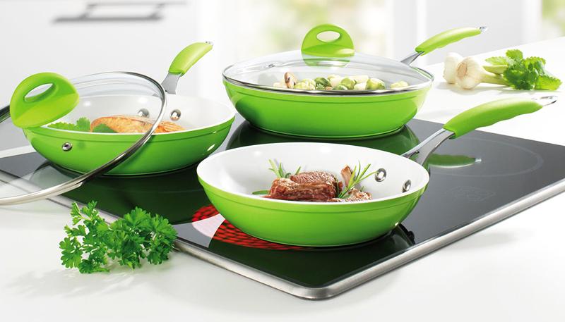 Блюда на сковородке с керамическим покрытием не пригорают