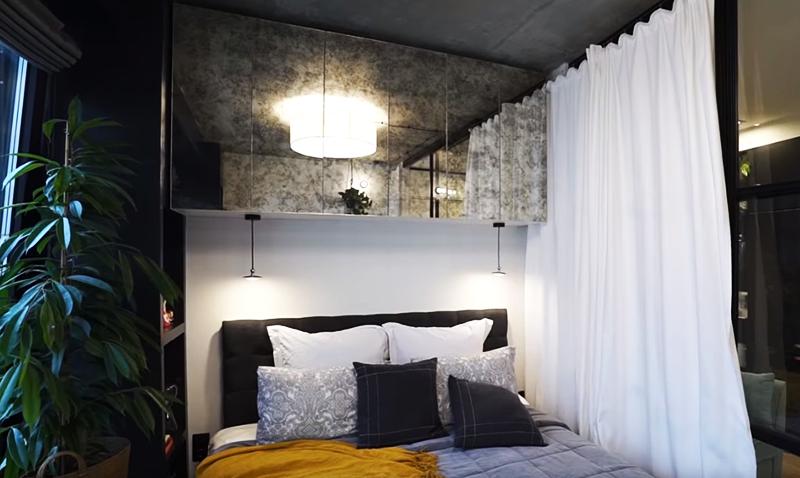 Над кроватью также размещена специальная навесная полочка, которая сочетает в себе зону хранения и нишу с подсветкой