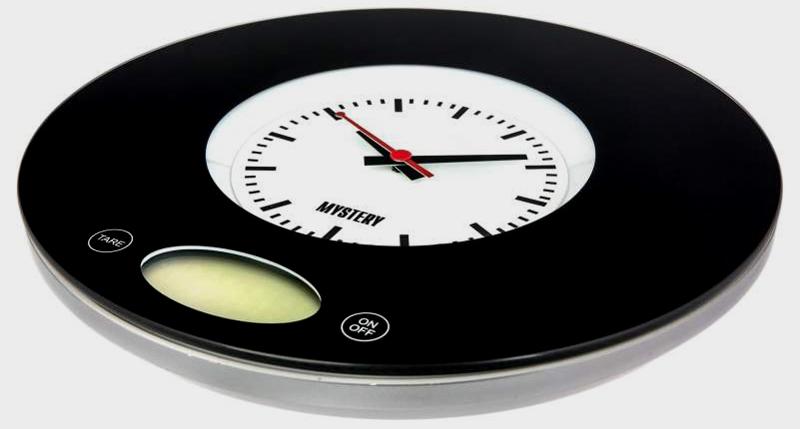 Часы – это отличное украшение обычных весов