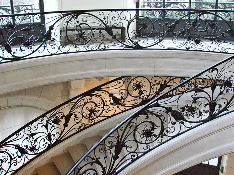 Фото кованых перил для лестниц в доме