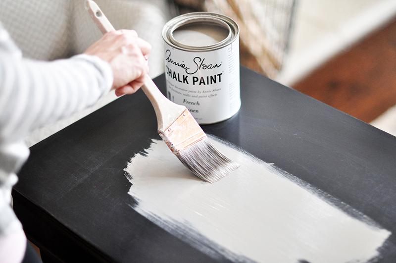 Наносить меловую краску достаточно просто