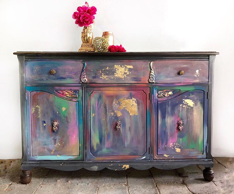 Старая мебель приобретает довольно интересный вид