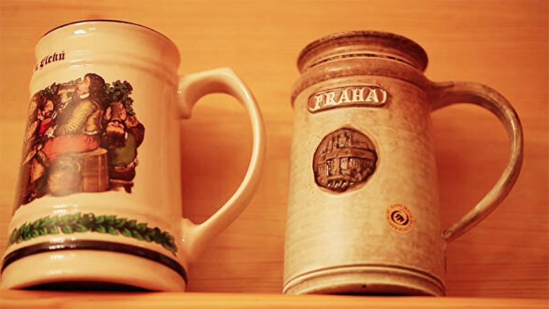 Пивные кружки из Чехии занимают почётное место на кухне