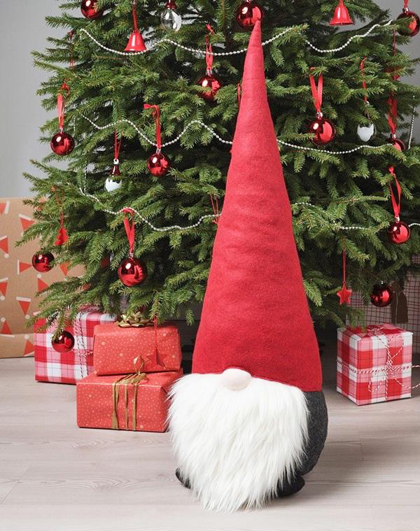 Вот такой шикарный Санта-Клаус точно обратит на себя внимание и выполнит любое ваше желание