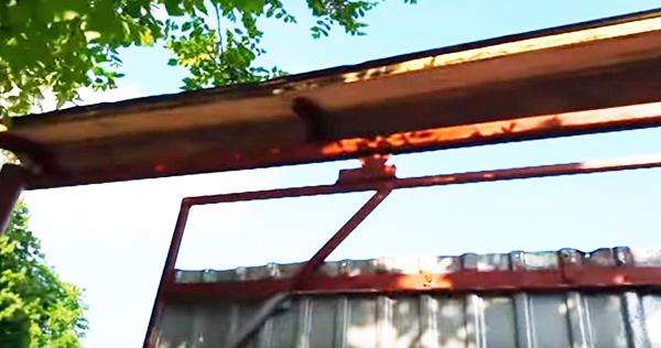 Фрагмент подвески ворот