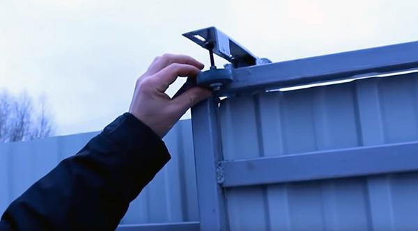 Установка верхних поддерживающих роликов