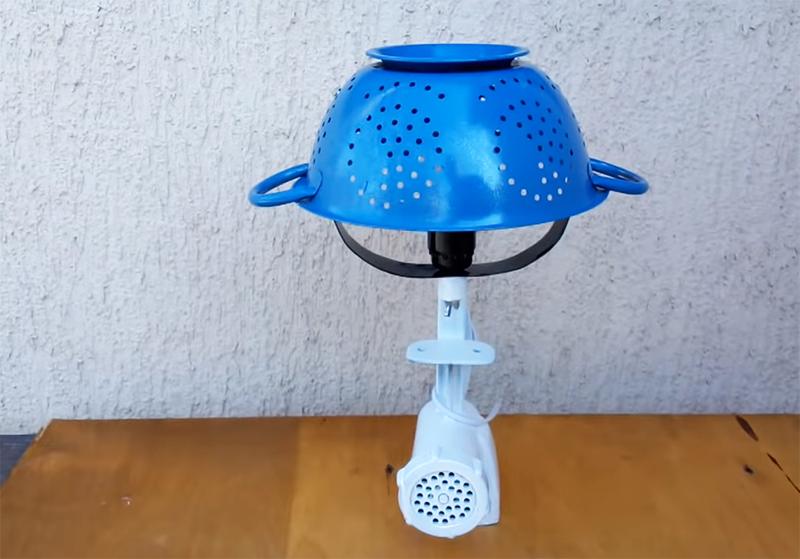 Вот такая бесподобная кухонная лампа должна получиться в итоге. Она станет очень милым украшением вашего рабочего стола