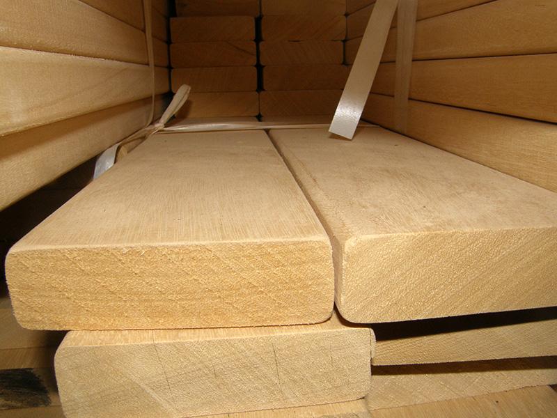 Вот так выглядят доски из древесины африканского абаши