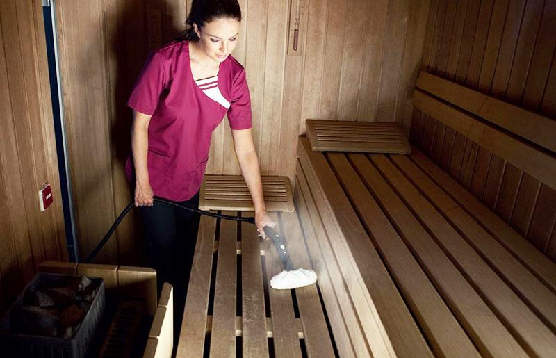 Тщательная уборка в бане поможет продлить срок службы полков