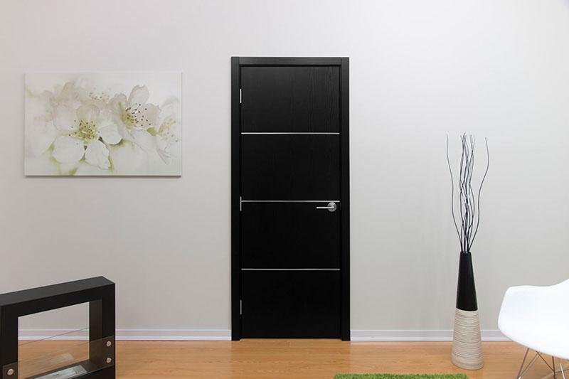 Насыщенный чёрный цвет создаёт необычный контраст в интерьере, и хорошо сочетается с белым, красным, синим и другими оттенками