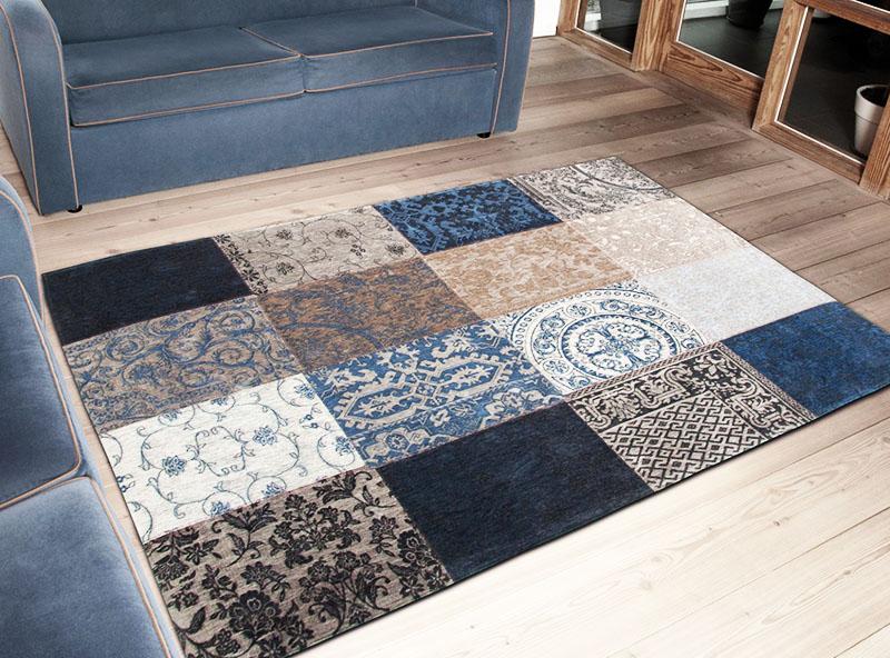 Вы можете сшить ковёр из лоскутов самостоятельно, для этого соберите все ненужные вещи в доме и продумайте композицию