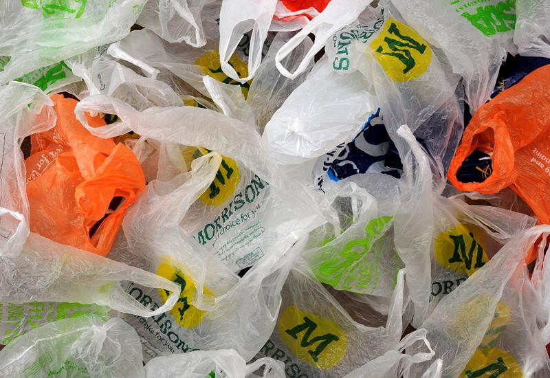 Сбор пакетов в доме – это проявление привычки к складированию, а не забота об экологии. В крупных городах действуют пункты по сбору пластика. Сдайте туда весь накопленный полиэтилен и избавляйтесь от привычки, выдающей в вас бедного человека