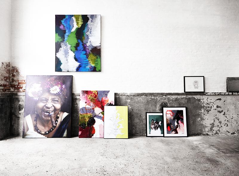 Если хотите, чтобы ваш домашний фотоальбом нового формата выглядел ещё более необычно, распечатайте фото на специальном холсте так, чтобы оно напоминало картину, созданную художником