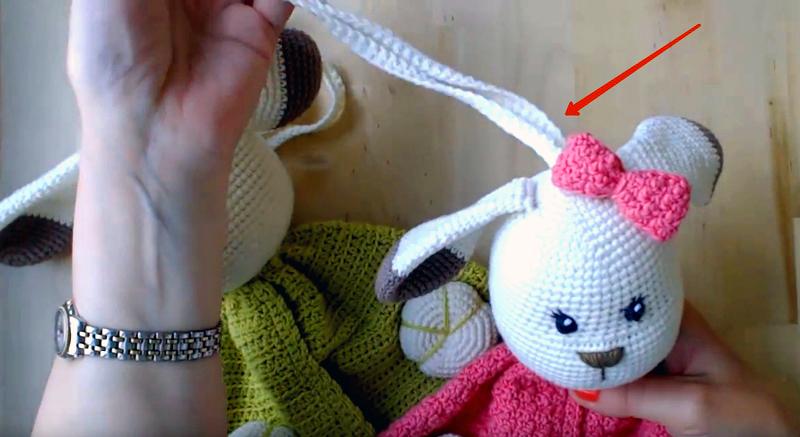 Это могут быть вязаные верёвочки, ленты или шнурки