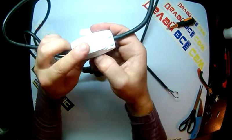 Выключатель устанавливается в разрыв провода, который будет использоваться для питания обогревателя