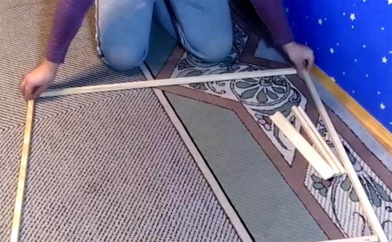 Из деревянных реек необходимо собрать рамку по размерам плёнки тёплого пола