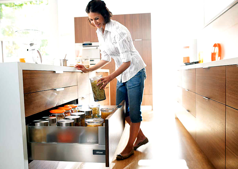 Используйте для тары герметичные капроновые крышки, так и продукция не отсыреет, и моль в ней не заведётся
