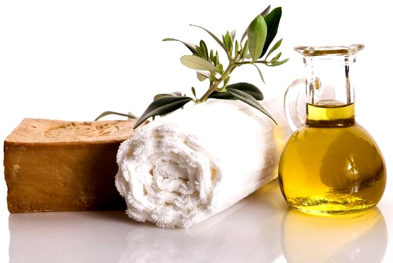 Растительное масло и хозяйственное мыло отлично контактируют между собой и удаляют пятна