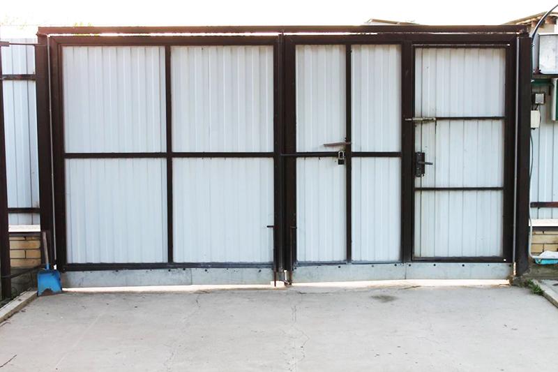 Изображение внутренней стороны ворот со всеми конструкционными элементами
