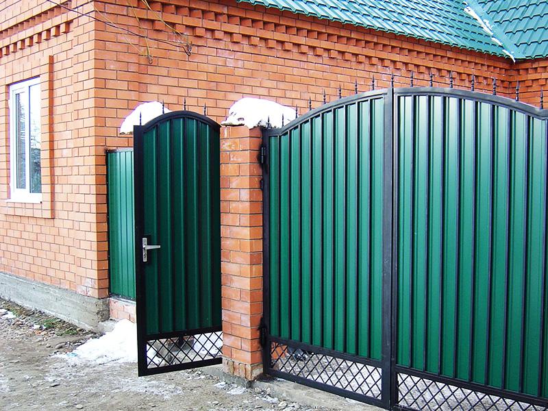 Отдельная калитка и ворота из каркаса и профнастила