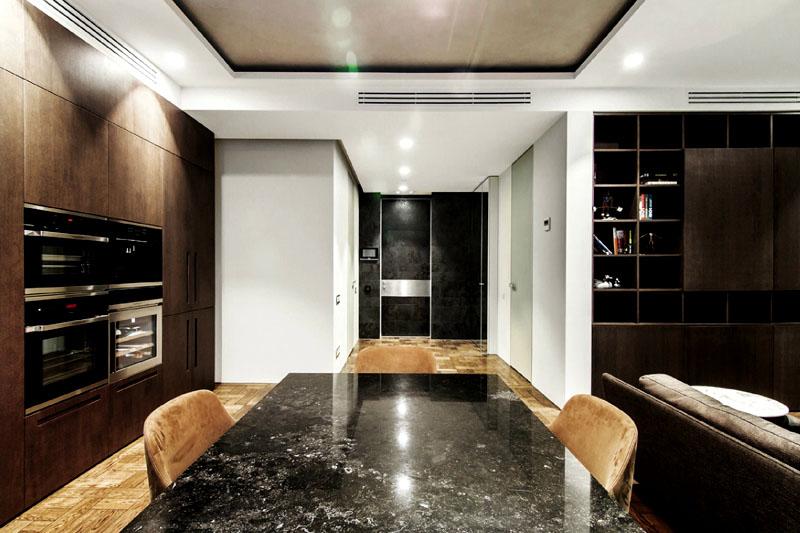 В квартире не должно быть темно. Подбирайте светильники разных видов и устанавливайте их на потолке, полу и стенах