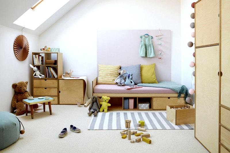 Лучшее решение – выкрасить стены, пол и потолок в белый цвет. По мере загрязнения поверхности, можно перекрашивать её быстросохнущей краской