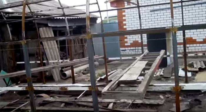 Сборка теплицы на площадке