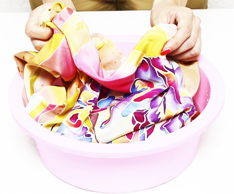 При ручной стирке волокна необходимо использовать только пластиковые ёмкости
