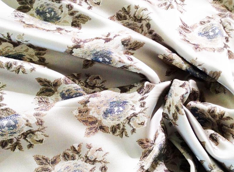 Ацетатный шёлк часто имеет необычную расцветку или красивый принт. Ткань уже полностью готова к использованию