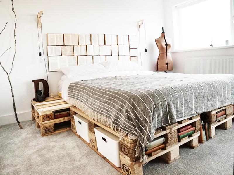Изголовье кровати из книг – идеальное решение для оформления квартиры в стиле экоминимализма