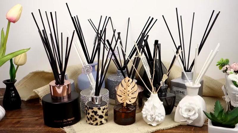 Через 3-4 часа жидкость впитается в палочки, и по дому начнёт распространяться приятный аромат