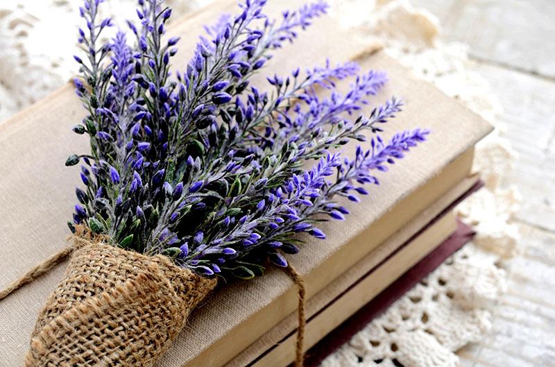Помните, что аромат лаванды мягкий и нежный, но очень стойкий. Дополнительные освежители и ароматизаторы не потребуются