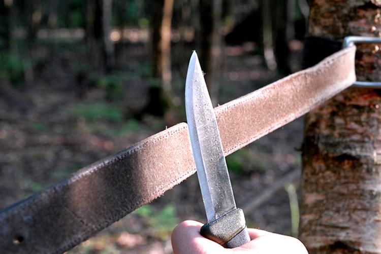 Дедовский способ затачивать охотничьи ножи портупеей