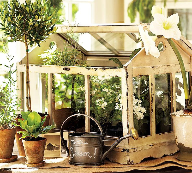 Домик с цветами украсит ваш подоконник или небольшой домашний сад