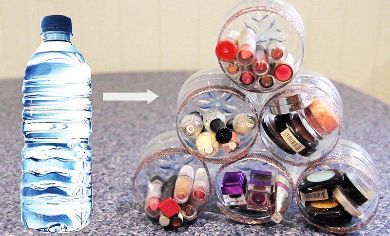 Чтобы органайзер смотрелся красиво, проявите фантазию: украсьте его снаружи и внутри или выкрасите бутылки матовой чёрной краской