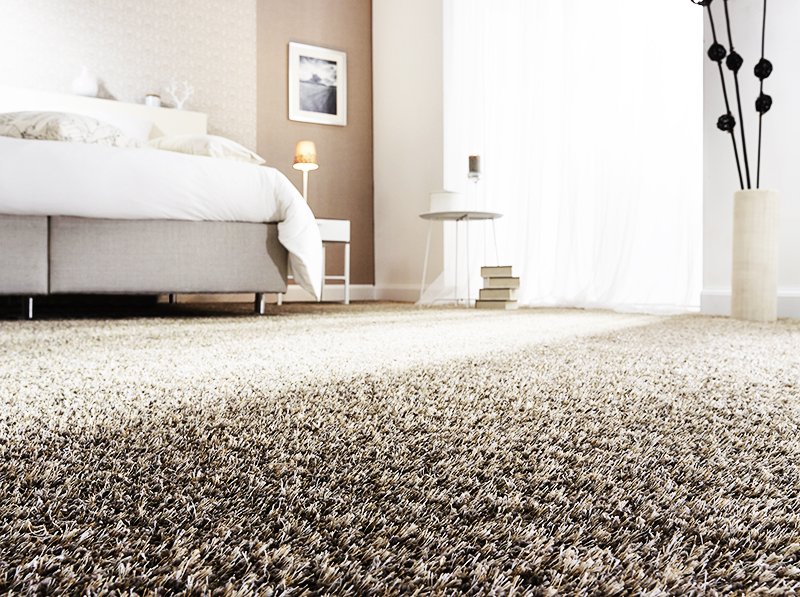 Вы можете приобрести цельное покрытие на всю комнату или небольшой кусок ковролина, который можно постелить только в гостиной